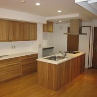 改修後 無垢の扉のキッチン&カップボード